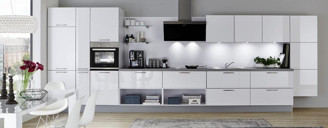Diese Küche Ist Ein Echtes Organisationstalent. Hier Hat Alles Seinen  Platz, Vor Allem Der Hang Zur Perfektion. Mit Fronten, Griffen Und Regalen  Wie Aus ...